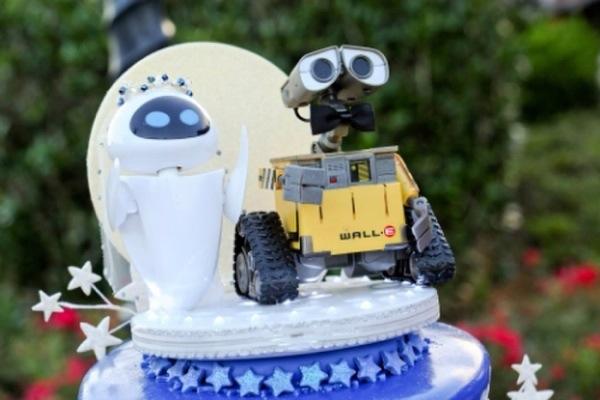 Disney Wedding Cake Wall E And Eve Via SparklyEverAfter