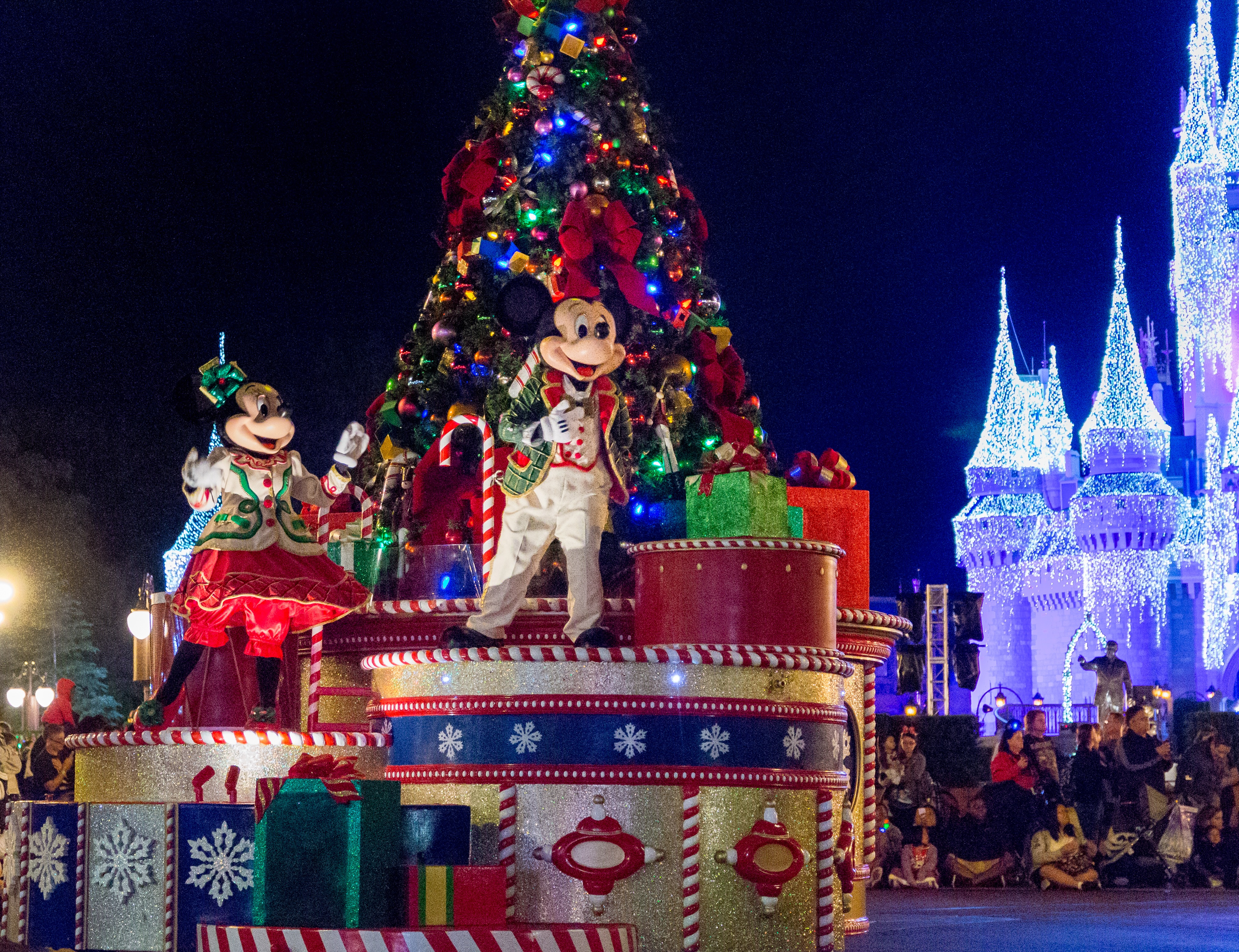 whats new at mickeys very merry christmas party 2016